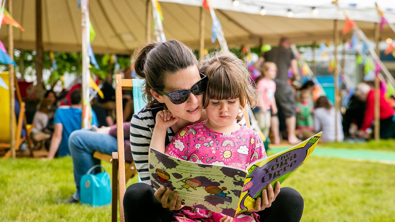 Hay Festival 2019 – Readers in the sun