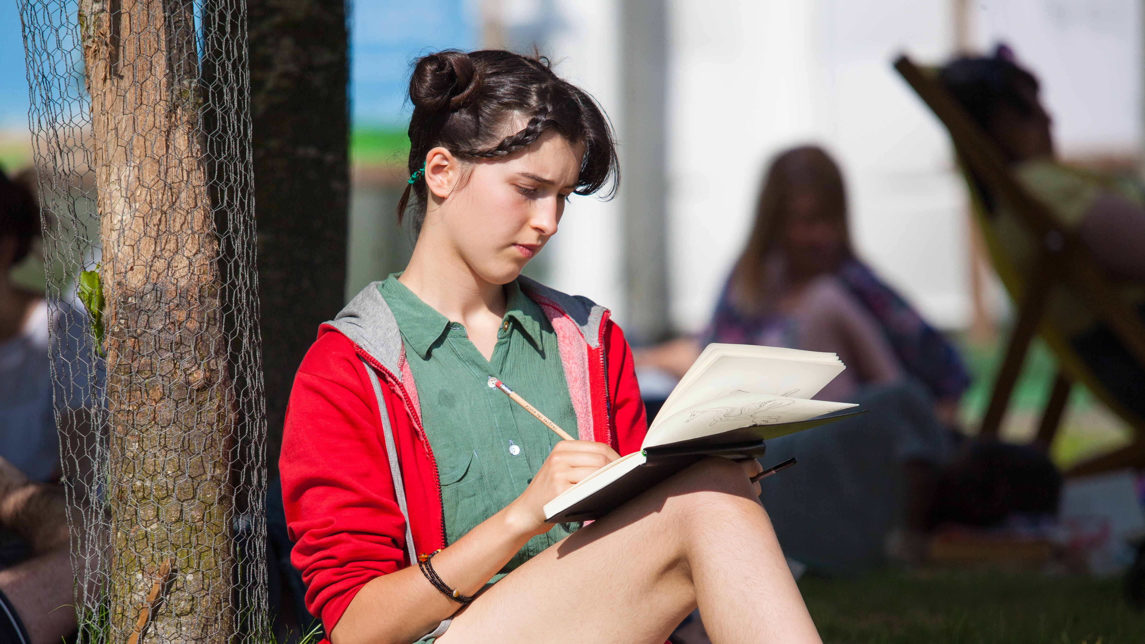 Student sketching at Hay Festival