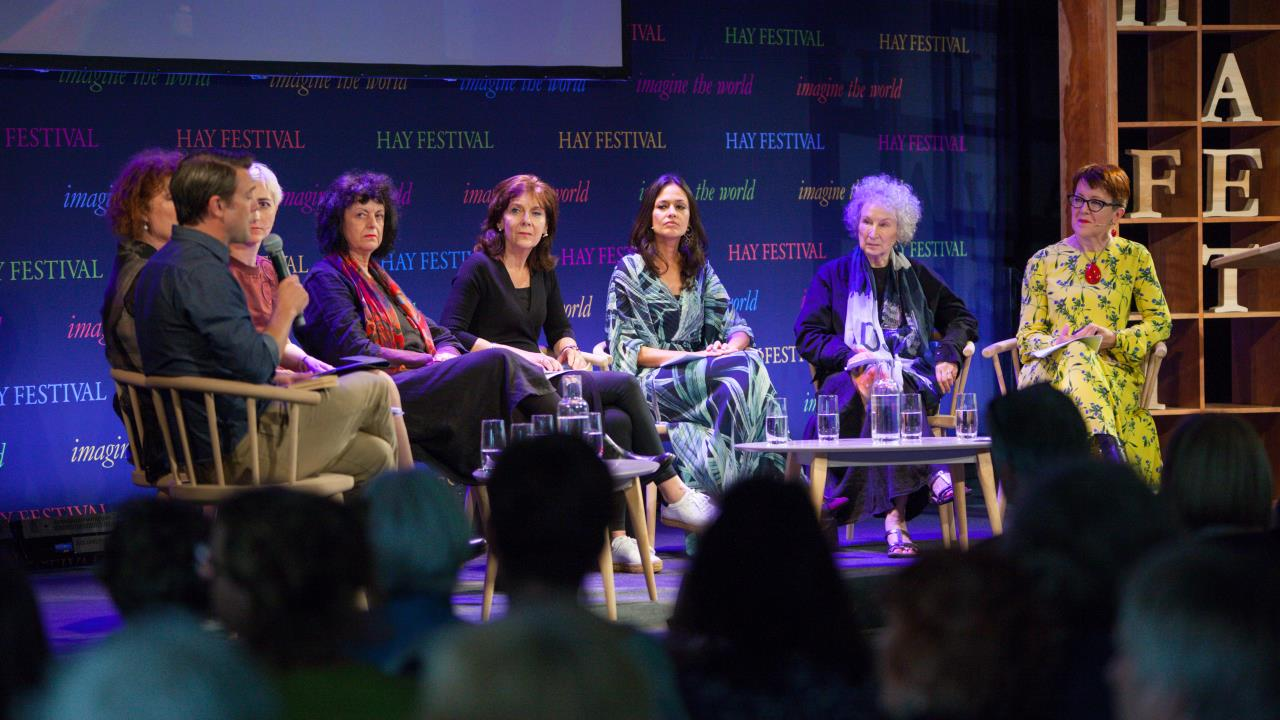 Hay Festival marks Armistice 100 with poetry
