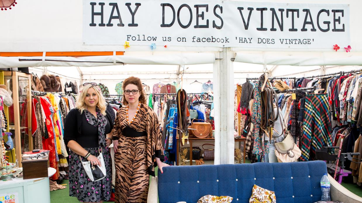 Hay Does Vintage stall