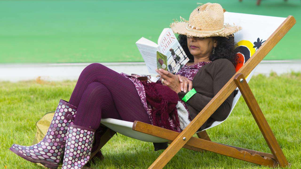woman reading in deckchair at Hay Festival