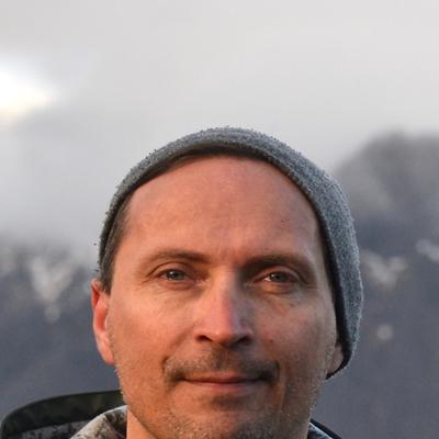Morten Strøksnes en conversación con Luna Miguel