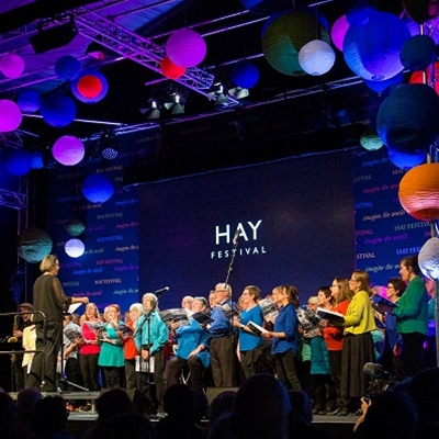 Fiona Evans and the Hay Festival Chorus