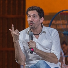 César Bona in conversation with Carlos Sánchez