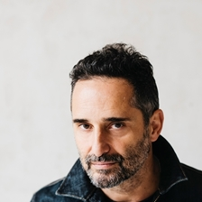 Jorge Drexler in conversation with Juan Gabriel Vásquez